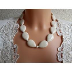 Kaklarota no mozaīkas tirkīza un baltām pērlītēm