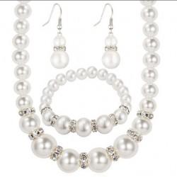 Комплект украшений (ожерелье, серьги и браслет)